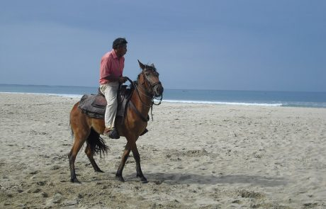 Montar a caballo en la playa hacienda-eldorado.com