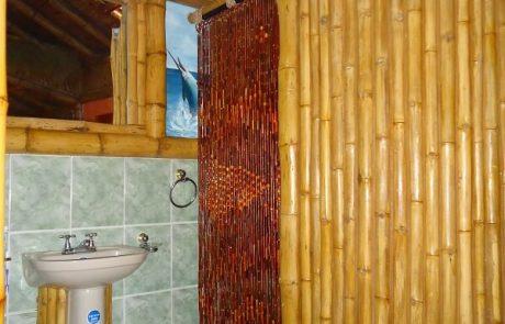 Bathroom double and triple rooms Hacienda El Dorado Ecuador