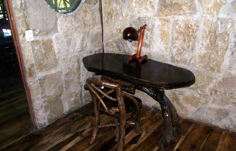 Desk in the double and triple rooms Hacienda El Dorado