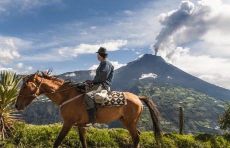 El Tungurahua en Baños, Ecuador