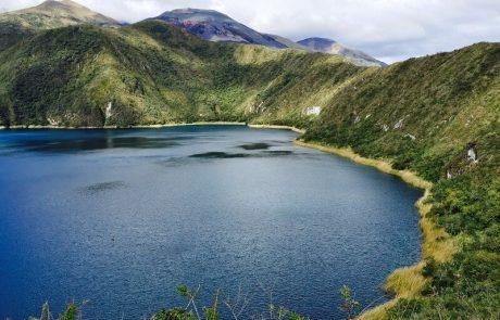 Cuicocha lago volcánico cerca de Otavalo, Ecuador