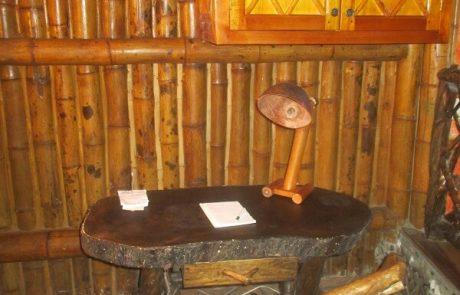 Desk in the double and triple rooms Hacienda El Dorado Ecuador