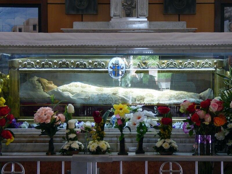 St. Narcisa, lain in state, Ecuador