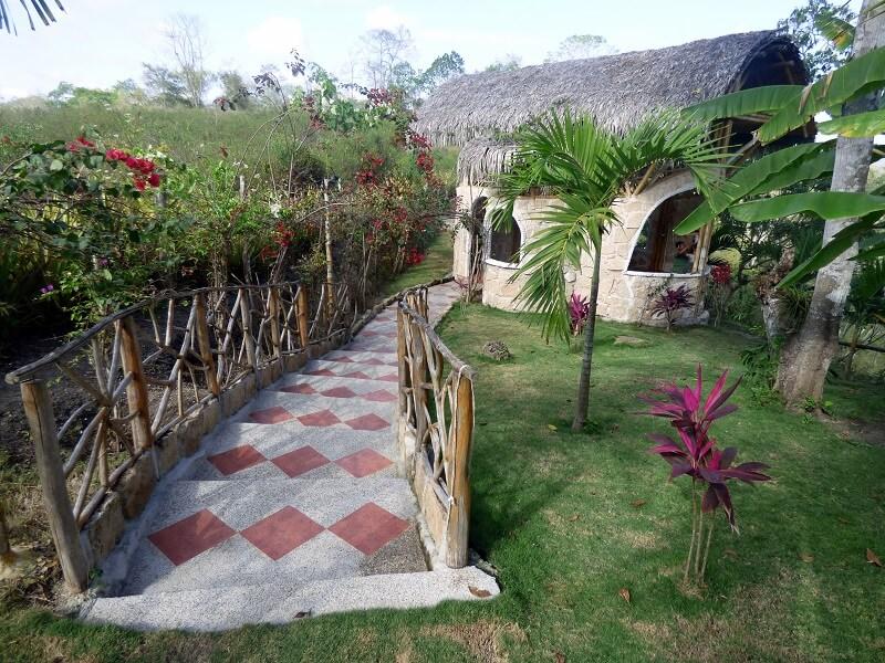 Camino hacia la capilla, Hacienda El Dorado Ecuador