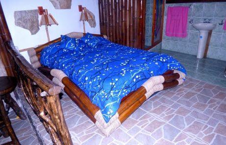 Double bed in the triple room hacienda-eldorado.com Ecuador